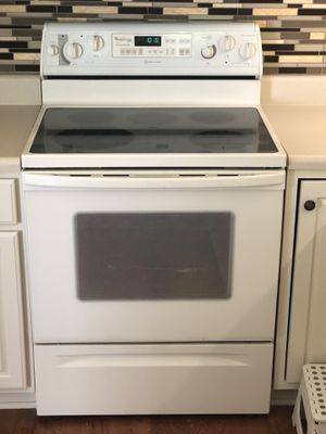 Whirlpool Gold Self-Cleaning Oven for Sale in Wake Forest, NC