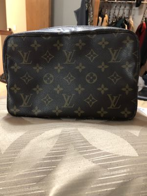 AUTHENTIC Louis Vuitton MS0084 great condition travel toiletries bag!! for Sale in Hoffman Estates, IL
