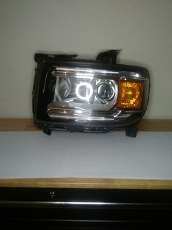 2015–2020 GMC canyon headlight for Sale in Dallas,  TX