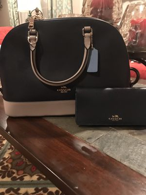 Authentic vintage new coach purse and wallet (BRAND NEW) look at the pictures for Sale in Fort Washington, MD