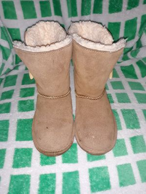 Girls bearpaw boots size 10c for Sale in Graham, WA