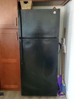 Black General Electric Refrigerator for Sale in Manteca,  CA