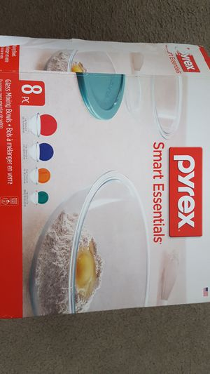 Pyrex 4 glass mixing bowls with lids..never used.Got it as a gift. for Sale in Malden, MA