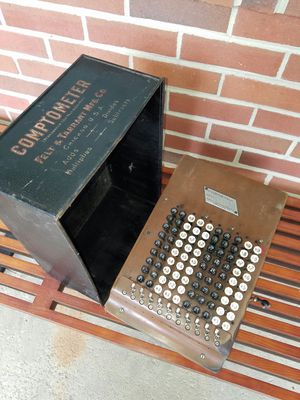 Vintage 1920s felt and Tarrant manufacturing company comptometer with original box and adjustable legs Model H for Sale in Virginia Beach, VA