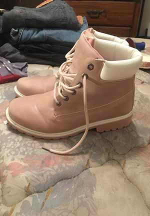 Size 8 women's work boots for Sale in Moro, IL