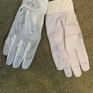 Nike MVP Elite Pro Issue Batting Gloves Size Medium for Sale in Buena Park, CA
