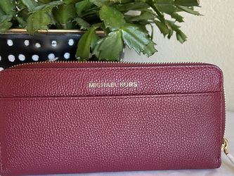 NWT Michael Kors Zip Around Wallet for Sale in Georgetown,  TX