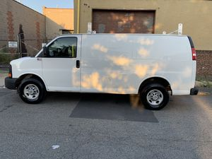 Chevy Express 3500 for Sale in Newark, NJ