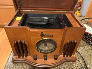 Emerson Heritage AM/FM Radio and CD player for Sale in Maple Valley, WA