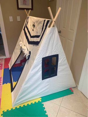 New in box Dexton Toadi Fort 54L x 48W x 60H inches Indoor Outdoor Pitch Pretend Play Tent Wooden Poles Fire Resistant Cotton MSRP $142 for Sale in San Dimas, CA