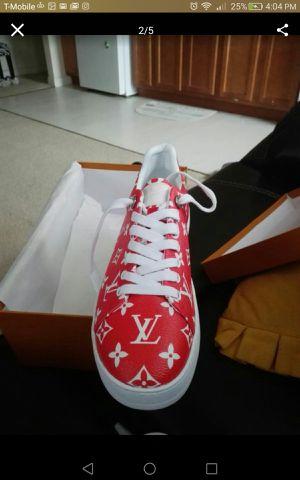 Louis Vuitton supreme sz 8.5 for Sale in Washington, DC