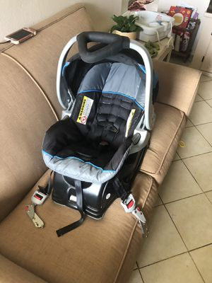 Infant Car seat with car base 0-30lb or a little more for Sale in Port St. Lucie, FL