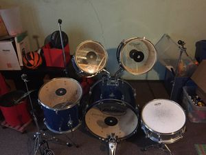 Pulse Pro Blue Metallic 5-piece drumset (kids size) for Sale in O'Fallon, MO