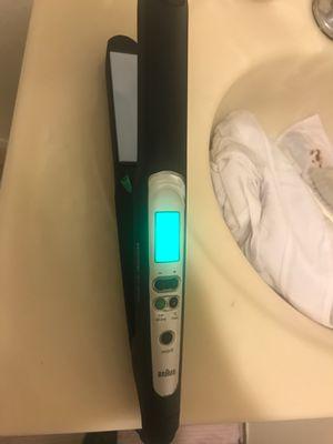 Braun hair straightener / iron for Sale in San Diego, CA