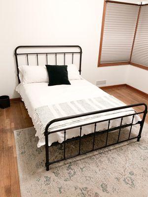 Full Size Metal Farmhouse Platform Bed (Wayfair) for Sale in Auburn, WA