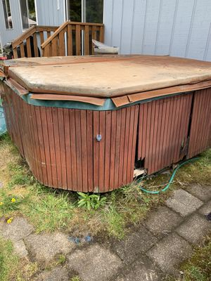 Free Hot Tub for Sale in Graham, WA