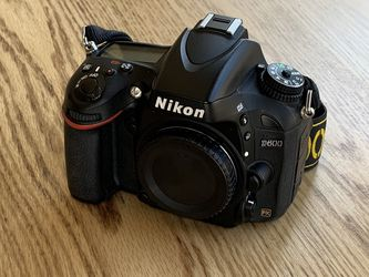 Nikon D600 Full Frame DSLR body and accessories for Sale in Colorado Springs,  CO