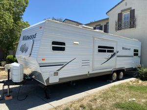 2006 wildwood by forest river T26 self contained in amazing shape must see for Sale in Tracy, CA