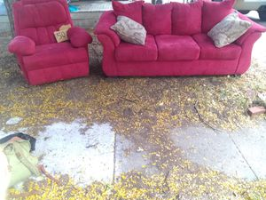 Smoke and pet-free red recliner and couch set for Sale in Wichita, KS