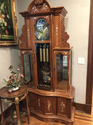 Beautiful antique clock with art for Sale in Baltimore, MD