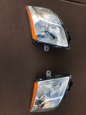 Headlights front lamp for 2010-2011 Nissan Sentra pair RH&LH fairly used for Sale in Glenarden, MD
