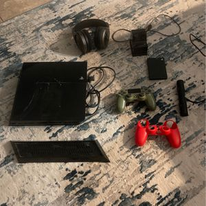 PLAYSTATION 4 BUNDLE for Sale in Houston, TX