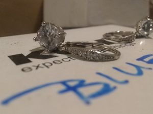 Sterling silver w/ diamond earrings (Kohl's) for Sale in Nashville, TN