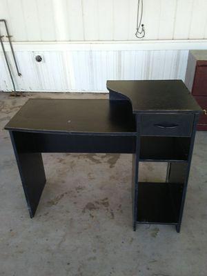 Small kid's desk for Sale in Tolleson, AZ