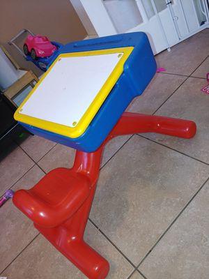 Kid's Art desk for Sale in Laveen Village, AZ