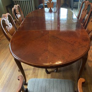 Well Kept Dining table And 6 Chairs for Sale in Washington, DC