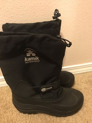 Kamik snow boots for kids size Youth 5 for Sale in Everett, WA
