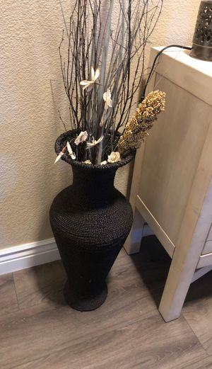 wicker basket/vase and artificial flowers for Sale in Fair Oaks, CA