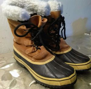 Women's snow boots size 6 for Sale in Aurora, CO