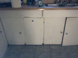 KITCHEN CABINETS AND SINK for Sale in Oakland, CA