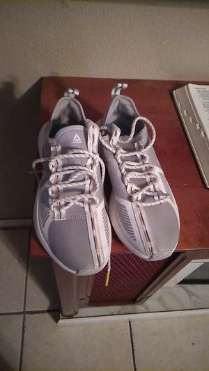 Reebok mujer 8 for Sale in Phoenix, AZ