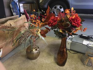 Stylish vases with faux flowers for Sale in Chuluota, FL