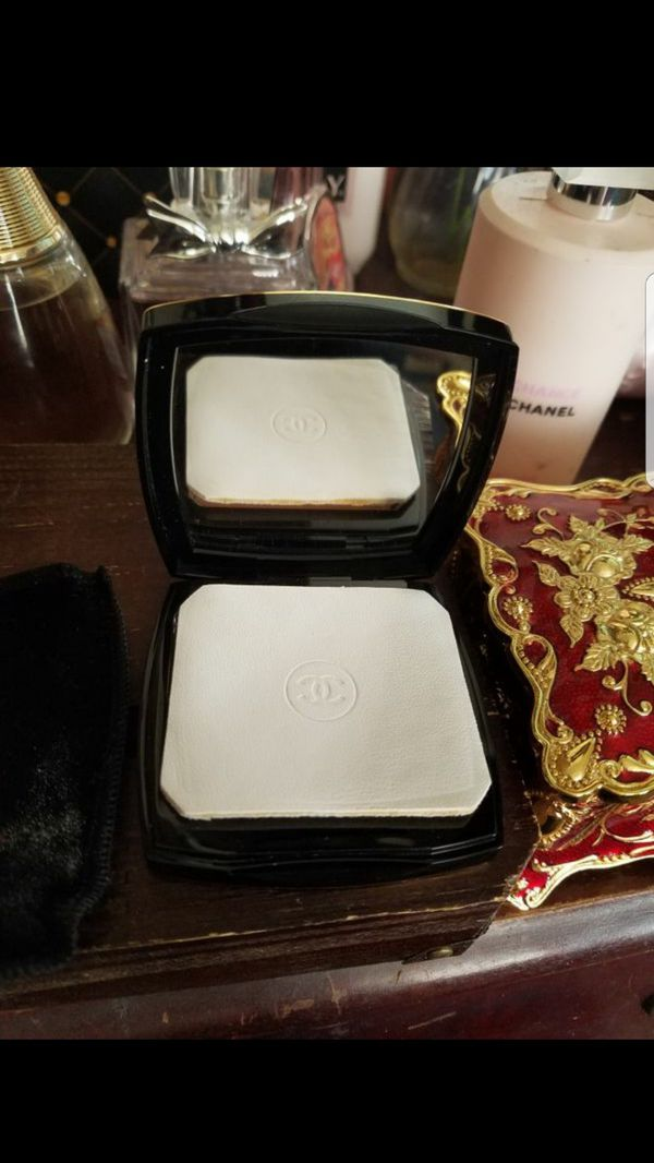 CHANEL RARE LIMITED COLLECTORS EDITION TRANSLUCENT COMPACT