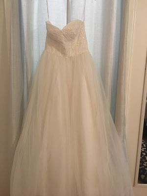 Size 6 David's Bridal Ball Gown Style Wedding Dress for Sale in High Point, NC