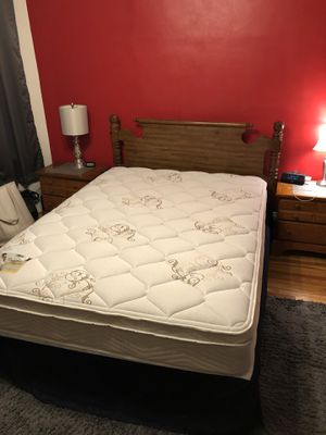 Queen size bed for Sale in Malden, MA