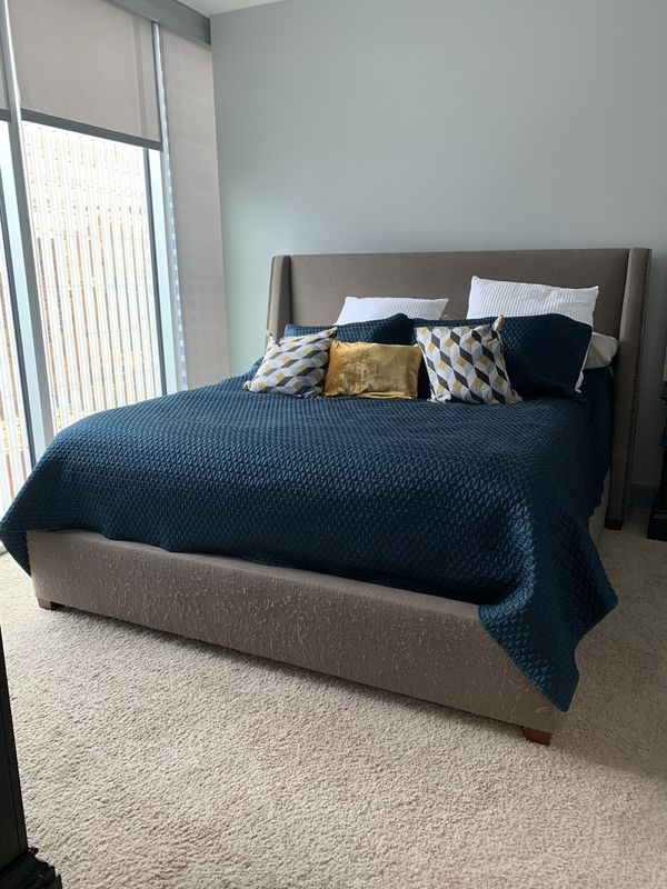 Haverty's king size bed frame