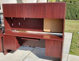 Large office desk with hutch for Sale in Rancho Cucamonga, CA