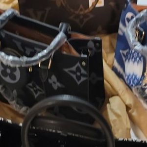 Beautiful Leather Handbags, Totes, Clutches, And Wallets for Sale in Miami Gardens, FL