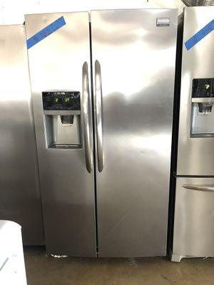 Refrigerator Frigidaire W/ warranty for Sale in San Antonio, TX