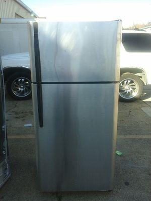 Kenmore fridge top freezer for Sale in Irving, TX