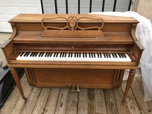 Wooden vintage werlitzer piano!!! for Sale in Stockton, CA