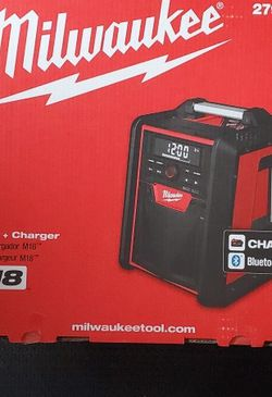 MILWAUKEE M18 CORDLESS RADIO AND CHARGER WITH BLUETOOTH AC/DC for Sale in San Diego, CA