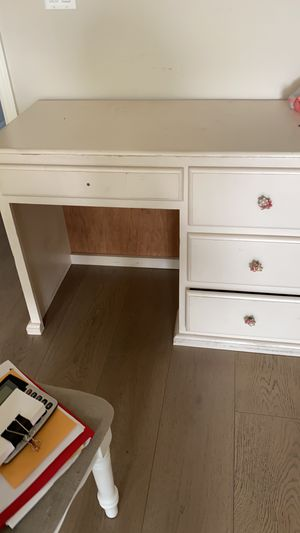Free desk and night stand for Sale in Culver City, CA