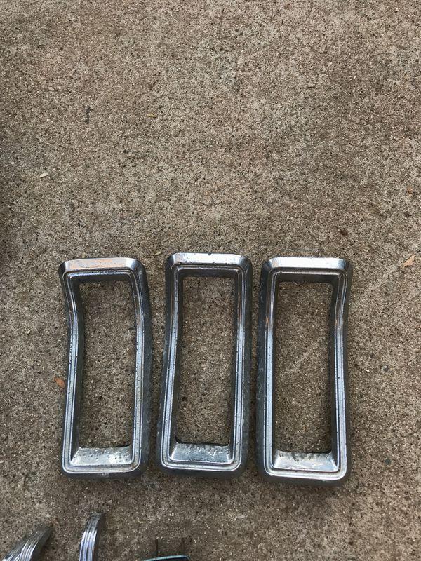 1965 Ford mustang parts. Carburetor. Hood latch. Floor shifter. One seat belt set up. One set of bumper covers. Doorhandles in window handles. One se