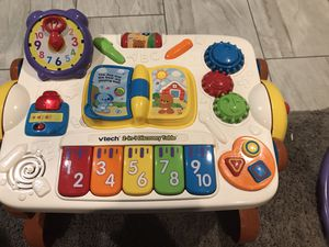 Vtech 2-in-1 Discovery Table for Sale in Phoenix, AZ