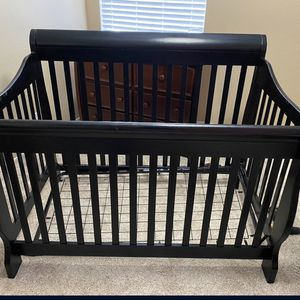 NICE BLACK WOODEN CRIB WITH MATTRESS for Sale in Redmond, OR